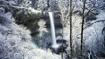 آبشار در برف و زمستان waterfall in winter