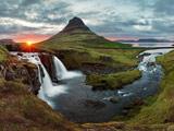 منظره رودخانه و آبشار ایسلند