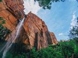منظره زیبا آبشار بلند و مرتفع