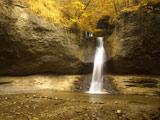 عکس زیبای آبشار در جنگل
