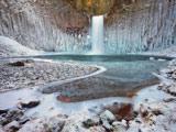 عکس آبشار زیبا در فصل زمستان