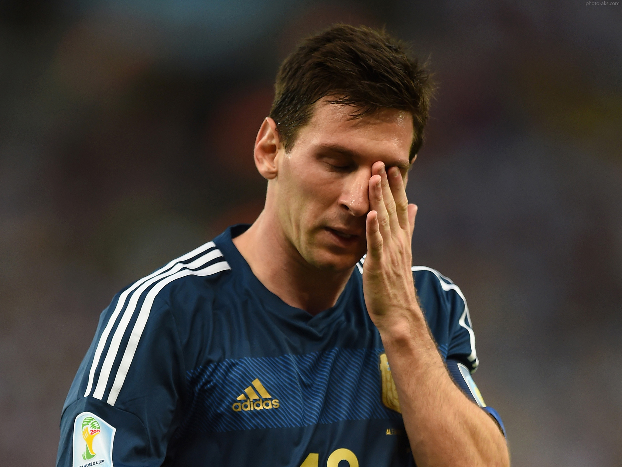 http://pic.photo-aks.com/photo/sports/football/foreign-players/large/messi_final_2014_world_cup.jpg