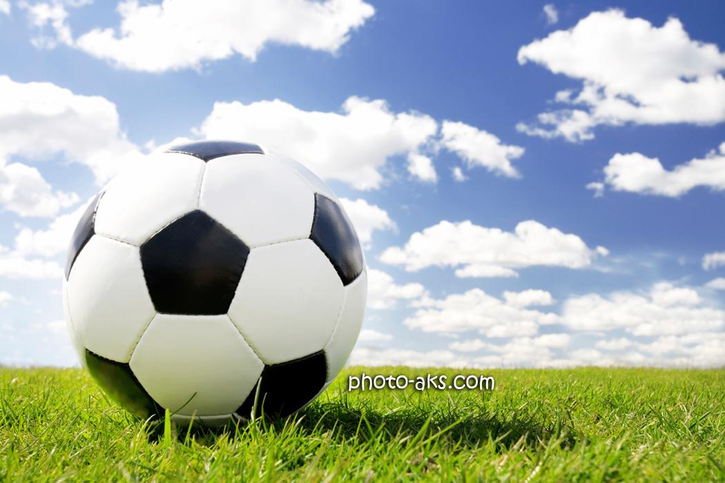 والپیپر توپ فوتبال و چمن football wallpaper
