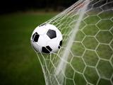 عکس توپ فوتبال در دروازه