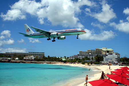 فرود هواپیما در کنار ساحل american airplane beach