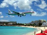 فرود هواپیما در کنار ساحل