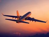 پرواز هواپیما در غروب