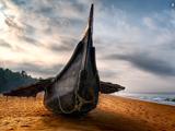 قایق شکسته چوبی