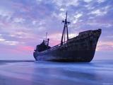کشتی بزرگ به گل نشسته