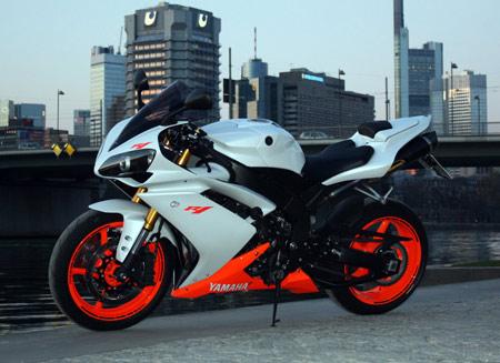 عکس موتور جدید یاماها ار وان yamaha r1 motorcycle