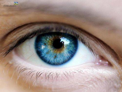 عکس چشم راست آبی رنگ بسیار زیبای دختر