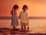 بازی دختر بچه ها کنار ساحل