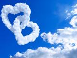 ابرهای شکل قلب در آسمان